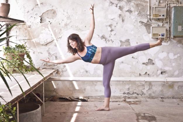 Fit im Homeoffice Yoga scaled 626x418